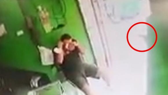 Una cámara de seguridad grabó el preciso instante del mortal ataque