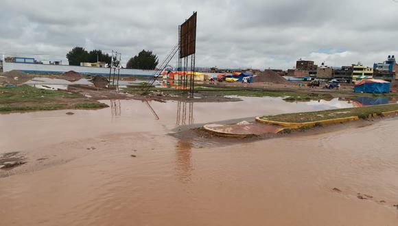 Municipio culpó a los vecinos de arrojar desechos a estos canales, lo que genera las constantes inundaciones.