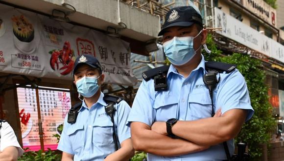 Los oficiales interrogaron al sujeto una vez despertó. (Foto: Peter Parks | AFP)