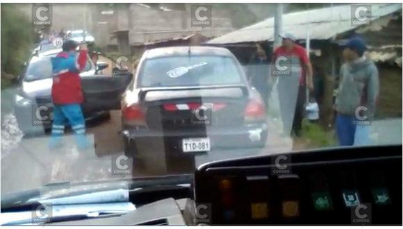 Huancavelica: auto bloquea paso de ambulancia y así reacciona el chofer del Samu  (VIDEO)