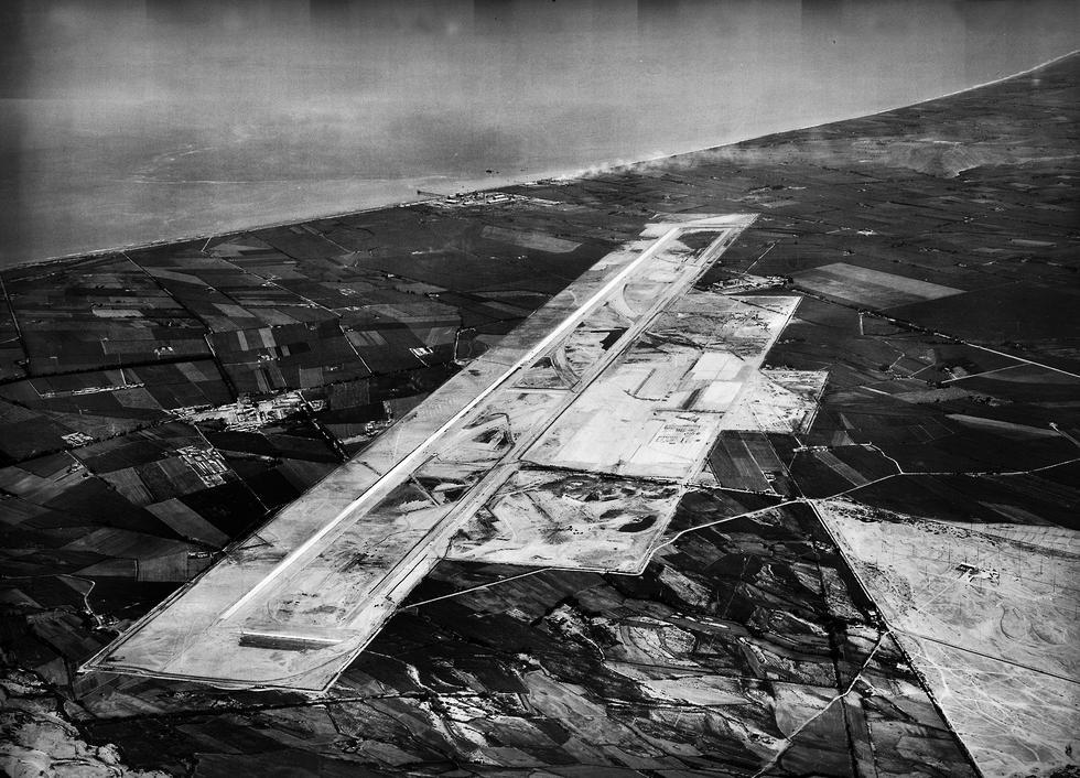 Aunque está en el vecino puerto del Callao, el aeropuerto que atiende a Lima es el Jorge Chávez. La imagen fue captada en 1956.