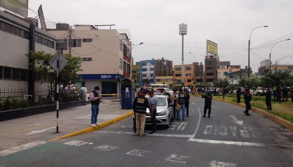 Los detenidos se encontraban en actitud sospechosa en las inmediaciones de la agencia bancaria. (Foto: Policía Nacional)