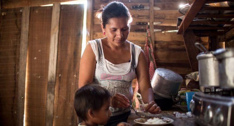 La introducción de nuevos alimentos es una etapa en la que los padres primerizos deben tener mucho cuidado, ya que, según el Ministerio de Salud, la mayor prevalencia de anemia entre los menores de 3 años ocurre entre los 6 y 11 meses (Foto. archivo)