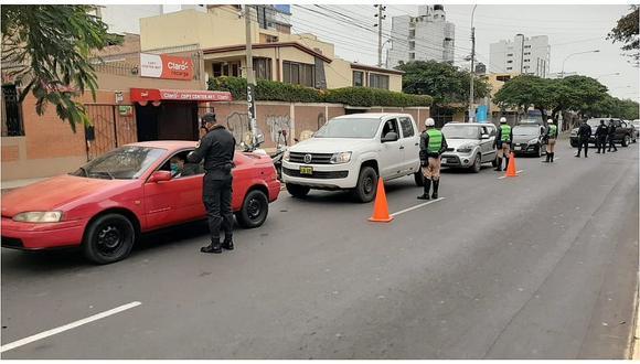 El ministro de Transportes y Comunicaciones, Carlos Estremadoyro, anunció que su sector publicará una norma que establezca protocolos de prevención frente al coronavirus (COVID-19) para el inicio de los viajes interprovinciales en vehículos particulares.