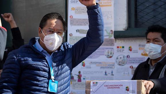 El candidato del Movimiento al Socialismo (MAS), Luis Arce, vota en una escuela en la ciudad de La Paz (Bolivia). (Foto: EFE/Joédson Alves)