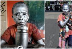 Abuela conmueve al trabajar como estatua para poder alimentar a su nieto de dos años