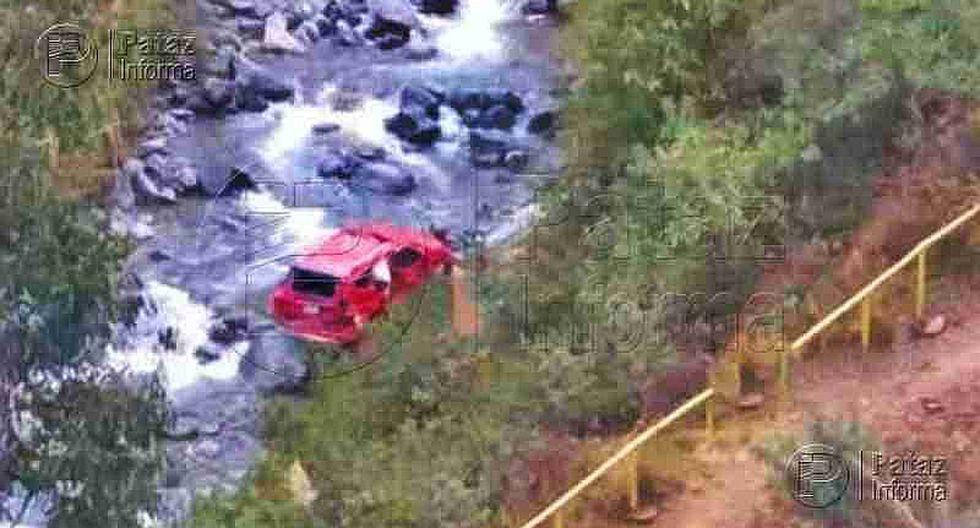 Un muerto y tres heridos al caer camioneta a un abismo