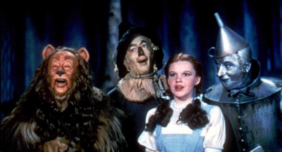 Vestido de 'El Mago de Oz' fue vendido en 1,56 millones de dólares