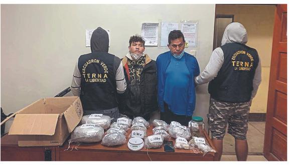 Dueño de local y su recepcionista fueron atrapados con varios paquetes de marihuana que vendían en el establecimiento.