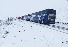 Nieve deja varados a decenas de vehículos en la región Puno