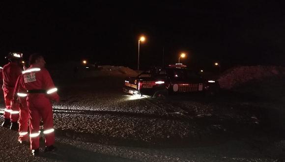 Camioneta de seguridad ciudadana queda atrapada por el lodo