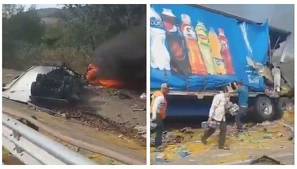 Roban carga de tráiler que volcó tras impactar contra camión (VIDEO)