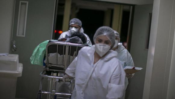 Es la primera vez en siete semanas que se han visto un aumento en los caso de coronavirus alrededor del mundo. (Foto: AFP)