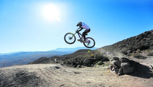 Los jóvenes deportistas no le temen a las acrobacias. (Foto: Leonardo Cuito)
