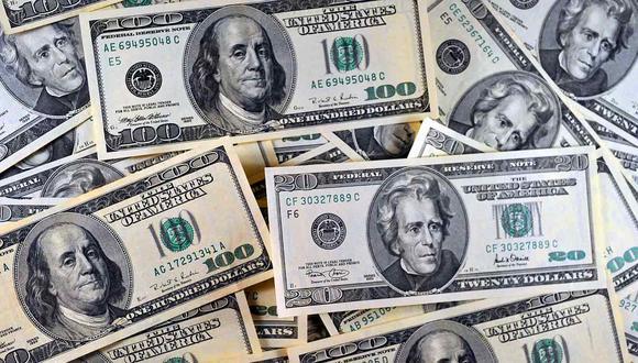 En el mercado paralelo o casas de cambio de Lima, el tipo de cambio se cotiza a S/ 3.920 la compra y S/ 3.990 la venta por dólar. (Foto: AFP)