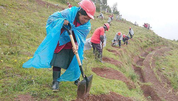 Pobladores de Chinchero trabajan en labores de prevención ante lluvias
