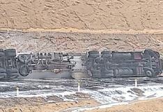 Cisterna boliviana con gasolina se despista en Camaná