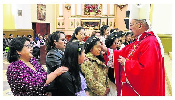 Cardenal Pedro Barreto confirma a adolescentes de albergue para señoritas