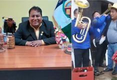 Alcalde de Huaytará es captado sin mascarilla y cargando cervezas en aniversario de distrito de Huancavelica