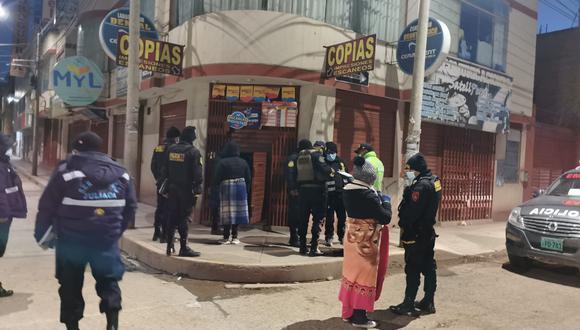 La Policía acudió para recoger algunas evidencias.
