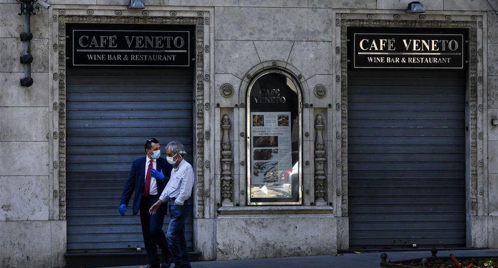 Según una encuesta publicada el sábado, casi el 30% de los comerciantes italianos (sobre un millón de comercios) anunciaron que no iban a abrir sus puertas el lunes. (Tiziana FABI / AFP).