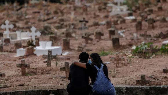 Brasil registró 4.195 muertes asociadas al coronavirus en las últimas 24 horas. (Foto: EFE/Antonio Lacerda)