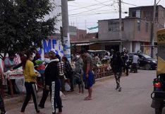 La Libertad: Cierran el mercado 16 de Enero, pero comerciantes invaden vía pública y siguen vendiendo