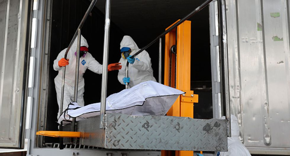 QUITO, ECUADOR - APRIL 22: Health workers move the body of a deceased patient to one of the five refrigerated containers ready to stock up to 200 bodies of victims of COVID-19 each at Parque Bicentenario on April 22, 2020 in Quito, Ecuador. Ecuador is the second worst-hit country in the region, only after Brazil. According to Johns Hopkins University, Ecuador has confirmed over 10,400 positive cases of COVID-19 and 530 deaths. Local authorities believe the numbers are higher due to low diagnoses and testings. (Photo by Franklin Jacome/Agencia Press South/Getty Images)