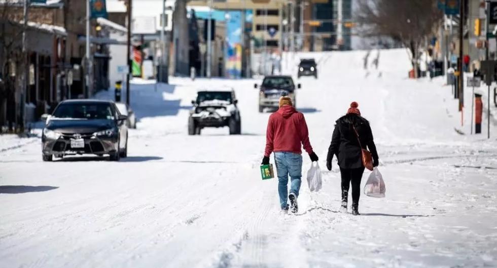 La ola de frío que ha afectado al sur de Estados Unidos dejó más de 600.000 hogares y negocios sin electricidad en Texas, el primer productor de petróleo y gas del país. (Foto: AFP)