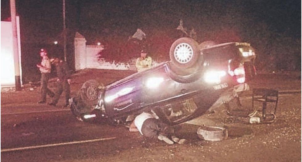 Chofer resulta herido al chocar automóvil en que viajaba