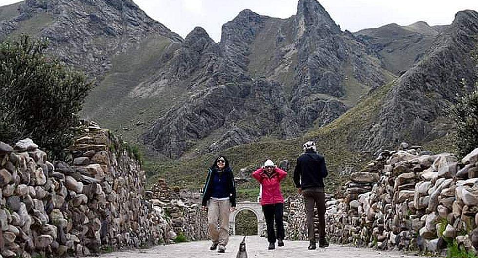 """En Sibayo, """"Ciudad de Piedra"""" temen no recibir más turistas por crisis económica"""