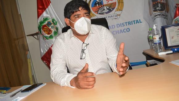 Alcalde de Huanchaco responde luego de informe de la Contraloría que halló responsabilidad administrativa y penal durante la distribución de canastas a familias vulnerables.