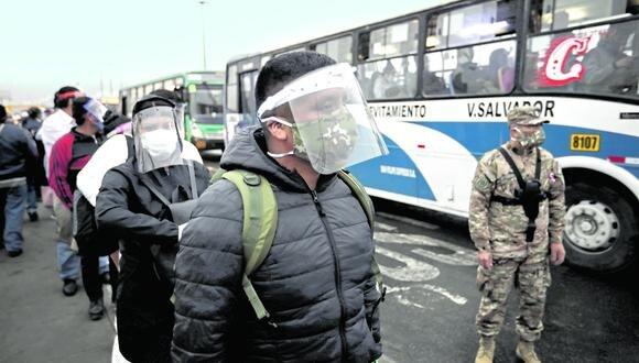 La empresa de transporte público Los Chinos ha implementado el sistema de pago con tarjeta sin contacto. (FOTO: JOEL ALONZO/GEC)