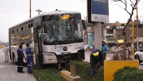El accidente ocurrido en la vía troncal del Metropolitano dejó 15 usuarios afectados. FOTO: César Bueno /@photo.gec