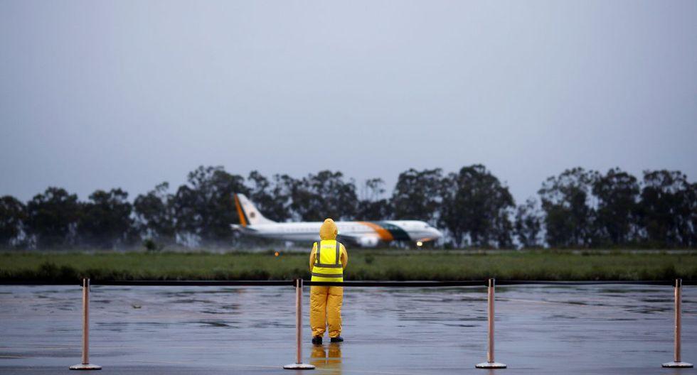 La Fuerza Aérea de Brasil compartió el momento que los brasileños descienden del avión militar. (Reuters).