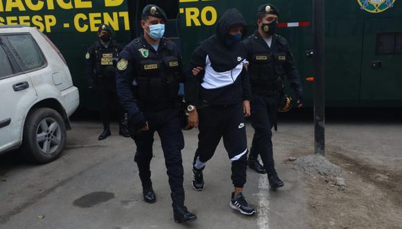 Los detenidos en la fiesta de la discoteca Thomas Restobar fueron llevados a una dependencia policial. (Foto: Alessandro Currarino/GEC)
