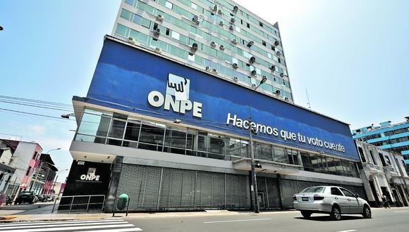 Exteriores y fachada de la sede principal ONPE en el Centro de Lima.