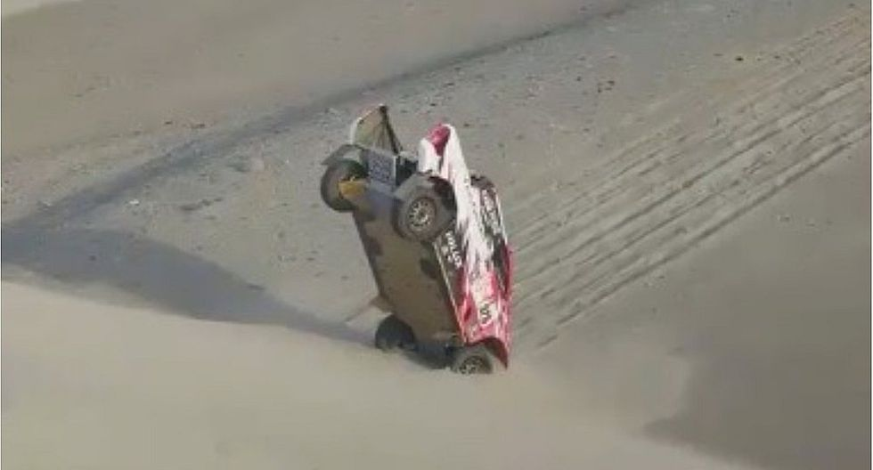 Dakar 2018: la extraña forma en que auto quedó enterrado en una duna (VIDEO)