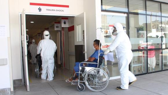 Pacientes con coronavirus que permanecían en el antiguo sanatorio fueron llevados al nuevo establecimiento de Ate donde se les brindará una atención especializada. (Foto: Minsa)