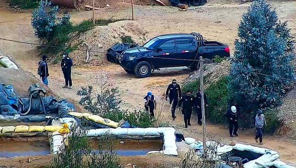 Atacan a pedradas a policías y fiscales para evitar inspección en El Toro