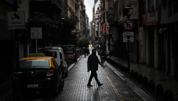 Foto referencial. Desde la OMS hay una gran preocupación por las repercusiones que van a tener en la población los constantes confinamientos, aislamientos y la ansiedad generada por el COVID-19.  (EFE/ Juan Ignacio Roncoroni).