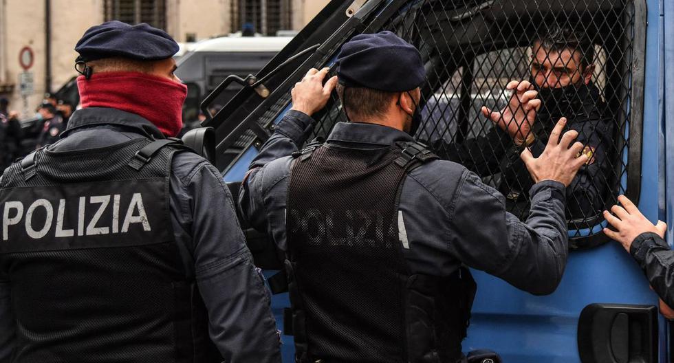 Imagen referencial de agentes de la policía estatal en Italia, 12 de abril de 2021. (Alberto PIZZOLI / AFP).