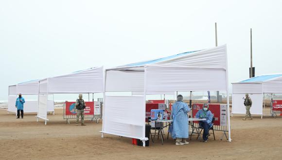 Ambos vacunatorios habían sido cerrados ayer por oleaje anómalo reportado por la Marina de la Guerra. (Foto: Britanie Arroyo / GEC)