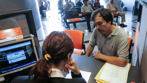 Los afiliados a las AFP podrán acceder hasta 4 UIT de sus fondos. Los que se encuentran en el Perú, ya están listos para presentar su solicitud y retirar dicho monto, pero ¿qué pasa con los que están en el extranjero? (Foto: Andina)