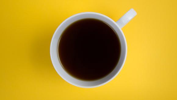 Tips para quitar manchas de café en la ropa. (Foto: Pexels)