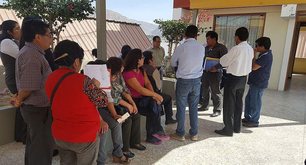 Trabajadores ediles protagonizan plantón contra alcalde Quispe