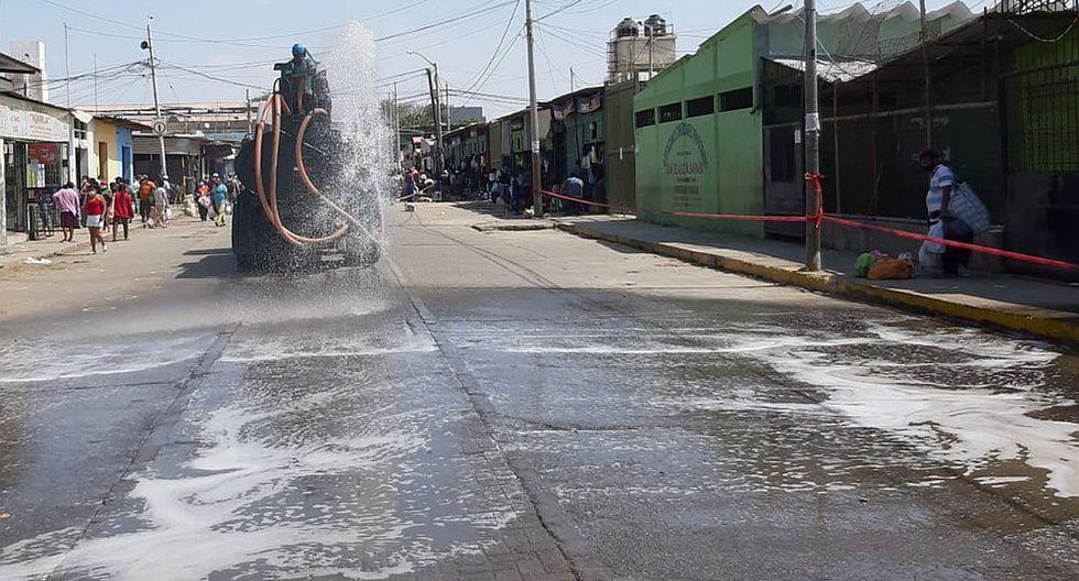 Piura: En mega operativo desalojan ambulantes y desinfectan Complejo de Mercados