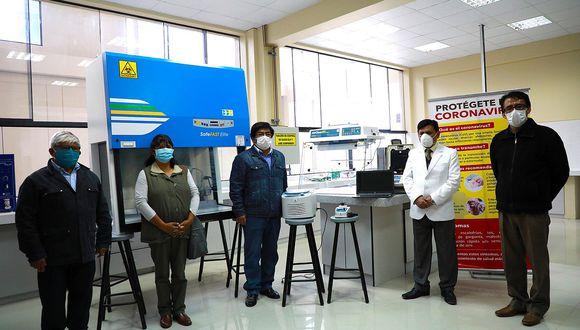 """Presidente de la UNAJ: """"Estamos prestando los equipos biomoleculares sin condiciones"""""""