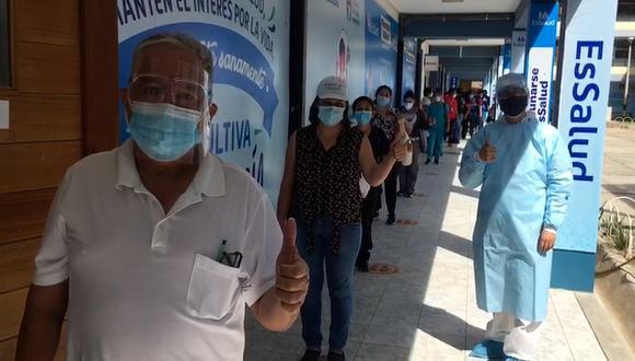 Hasta el momento se ha vacunado a 1,050 personas, sin embargo, se espera inmunizar en los próximos días a otras 502 para completar el 100% de la nómina de vacunación de EsSalud en la región (Foto: EsSalud)