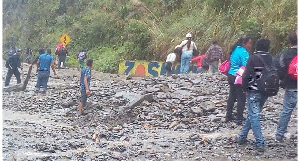 Huaicos bloquean vía que comunica Tarma con Chanchamayo (VIDEO)
